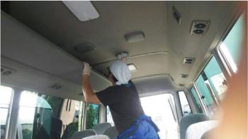 バスの天井清掃-1