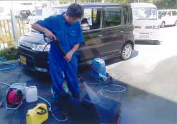 ダイハツ タントのゲロ(嘔吐)清掃例-1